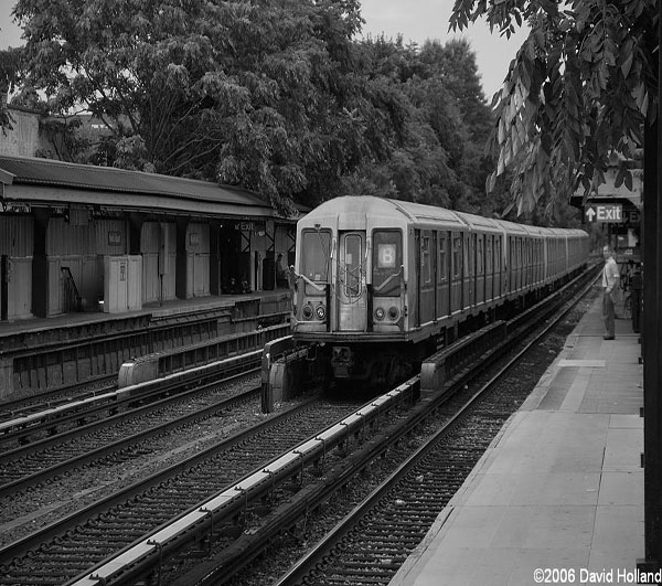 Bedford Park Blvd. bound B train speeding by Neck Rd