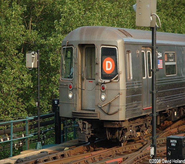 205th St. bound D train approaching Bay 50th St. station